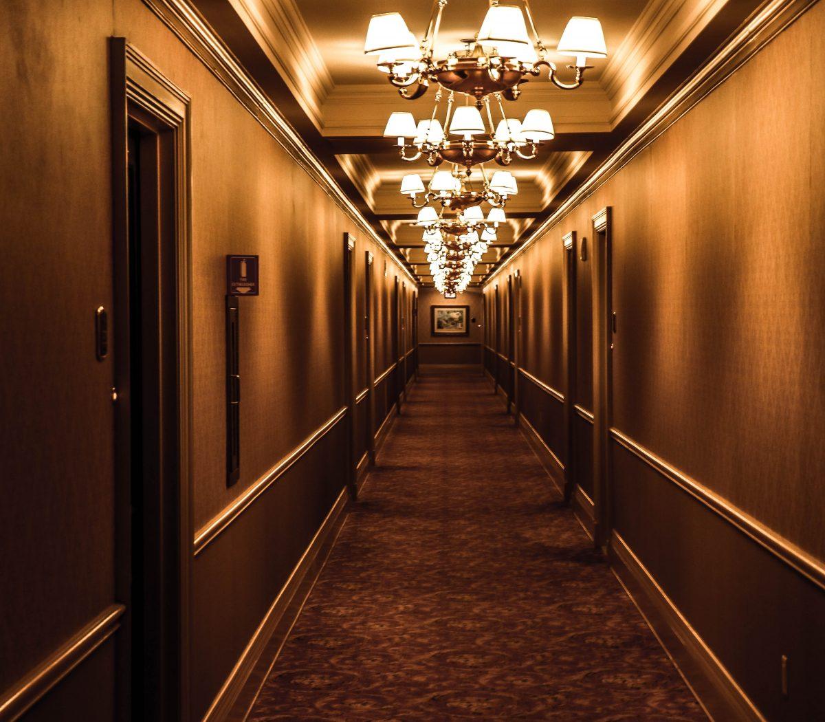 architecture-carpet-chandeliers-573552
